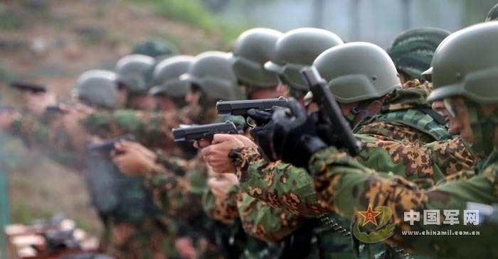"""中国武警部队与俄罗斯内卫部队""""合作-2013""""联合训练,11日在武警图片"""