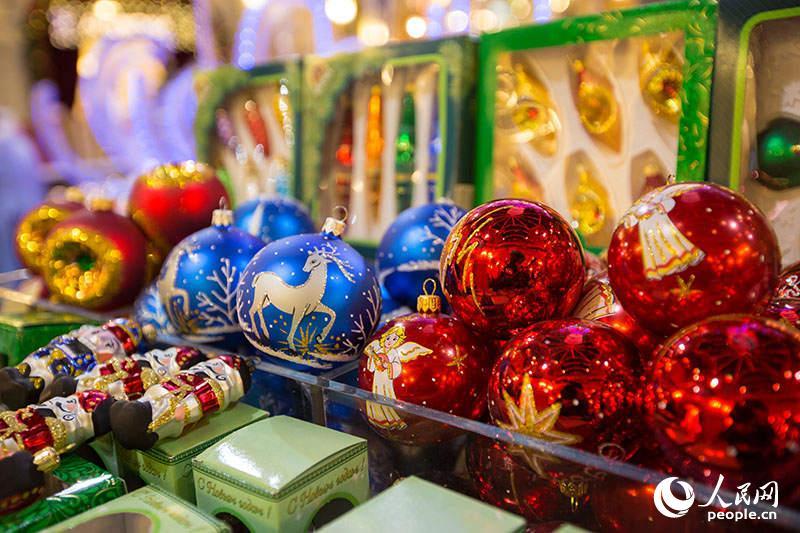 圣诞树彩球(人民网记者 屈海齐 摄)