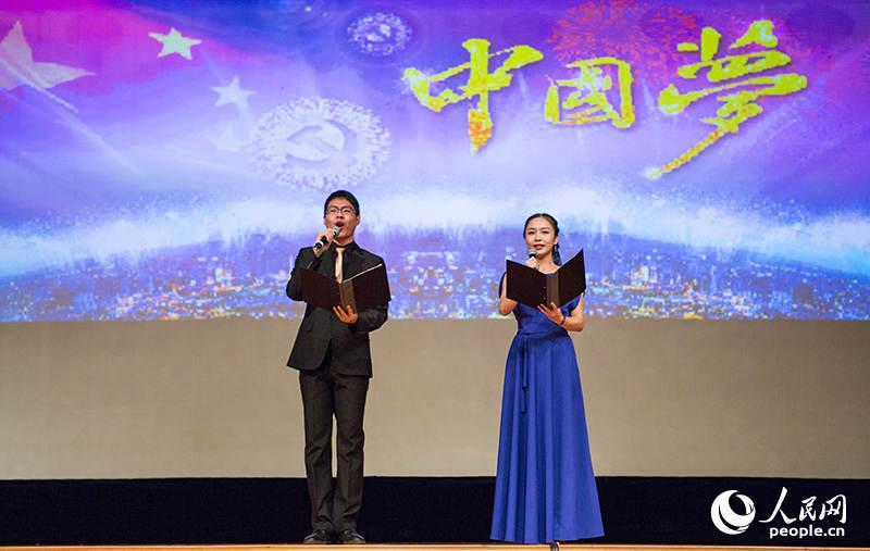 诗朗诵《唱响中国梦》(人民网记者 屈海齐 摄)