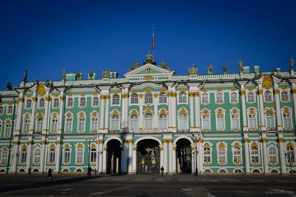 俄冬宫博物馆副馆长因涉嫌诈骗被判家庭监禁
