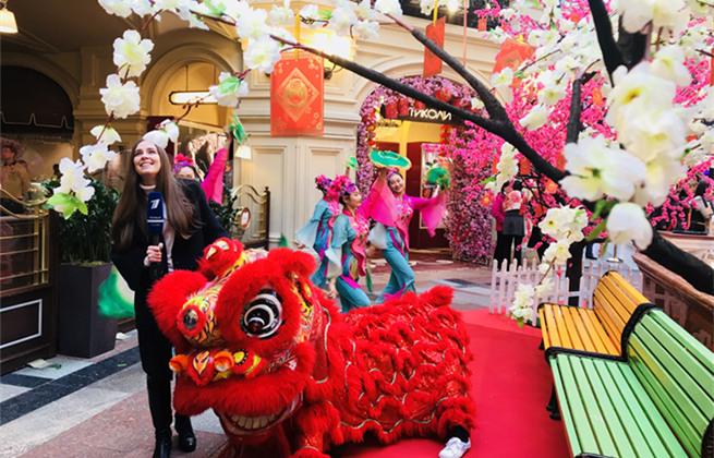 组图:莫斯科古姆商场中俄元素混搭 多项庆祝活动喜迎中国春节