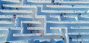 波兰小镇打造全球最大的冰雪迷宫