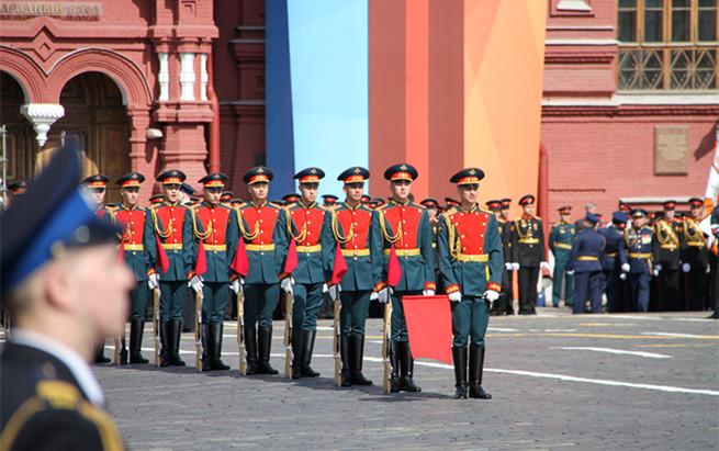 俄红场阅兵气势磅礴 纪念卫国战争胜利73周年