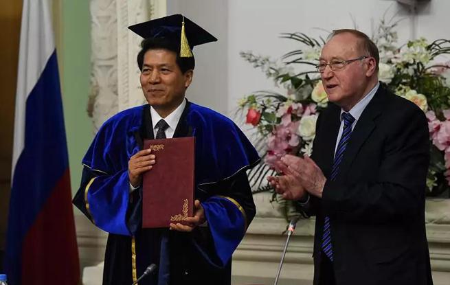 俄罗斯外交学院授予中国驻俄大使李辉荣誉博士学位