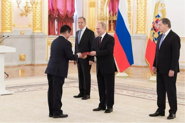 中国驻俄大使张汉晖向俄总统普京递交国书